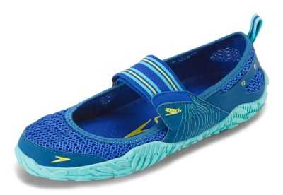 Speedo USA  Unisex Women's Offshore Strap Water Shoes  : Blue: Style and functionality merge in this lightweight water shoe  constructed from a mesh upper that delivers breathability and quick-dry comfort. An innovative rubber sole provides traction and controls water flow for comfortable wear no matter the activity.